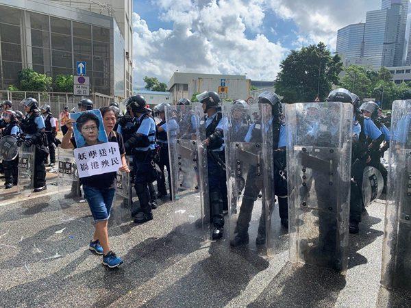 香港七一游行 特战队全出动罕见无编号 持盾戒备