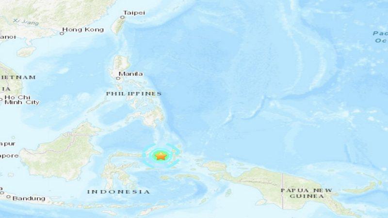 印尼外海7.1浅层强震 民众往高处避难