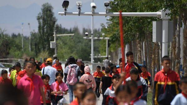 新疆大量幼童失踪 英媒揭儿童再教育营