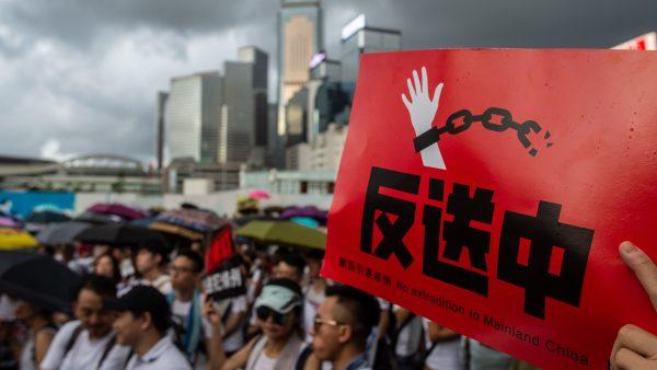 """【天亮时分】九龙大游行后的极限施压策略,十项""""非暴力行动计划""""为香港赢来真正的自由"""