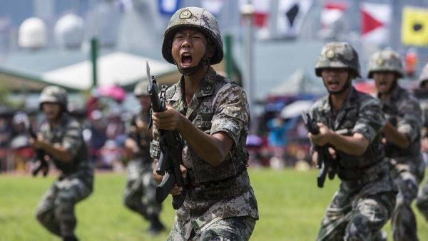 路透:未见轮换军人离开 驻港部队人数翻倍
