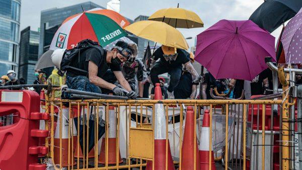 香港立法会清场结束 抗议人士理性撤离无伤亡