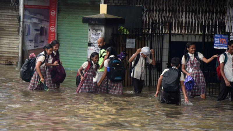 暴雨破10年紀錄 孟買水淹牆倒逾20死66傷