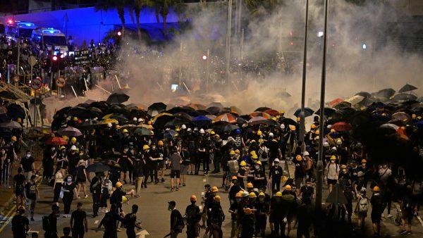 中共军队进驻香港?局势危急各方评说