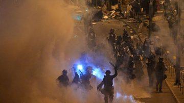 【禁闻】香港警民冲突升级 评:中联办是祸首