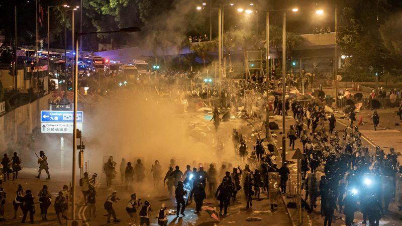美欧英聚焦香港立法会事件 英警告勿作镇压借口