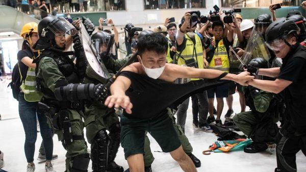 【新聞拍案驚奇】關鍵畫面:香港2天3場反送中遊行 9分鐘見證警察暴行