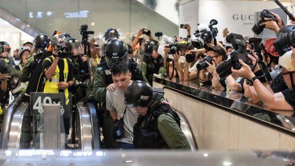 《石涛.News》一线港警自白书:2次清场 憎恨示威者 怕死伤丢工作