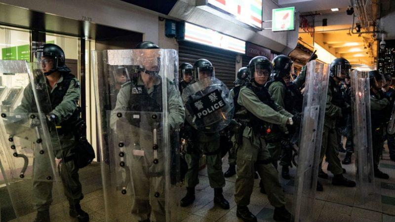 香港警察家屬揭內幕:當權者希望有警員殉職