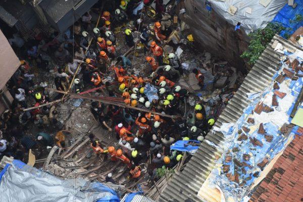 孟買一棟百年樓房倒塌 12死40多人受困