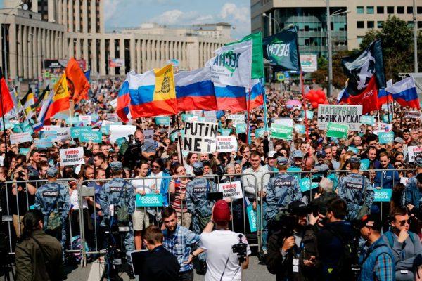 莫斯科拒反对派参选 逾2万人走上街头示威