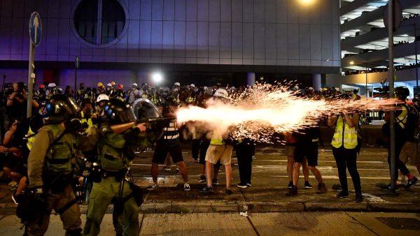 香港7·21再爆流血 港警開槍 黑幫無差別打人