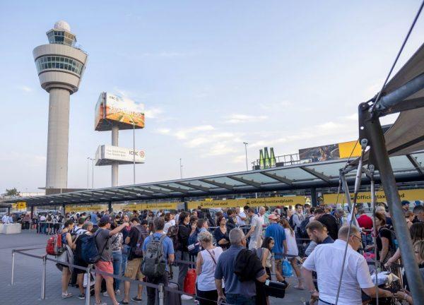 加油出问题 阿姆斯特丹机场停摆影响数千人