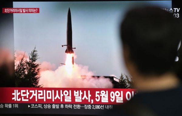 """朝鲜发射武器挑衅 其中一枚""""新型""""飞弹"""