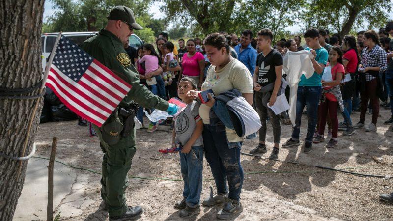 穿越其他国家寻求庇护者 美宣布限制申请资格