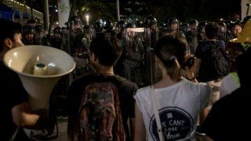 警民冲突不断濒失控 港警:高层推我们去送死