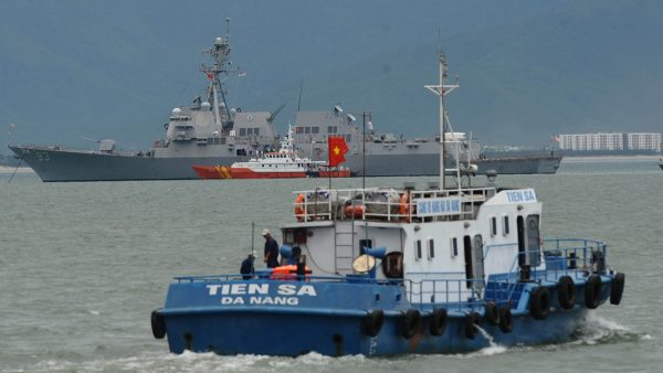 中共國防部罕見宣布軍演 黨媒暗示有大事發生