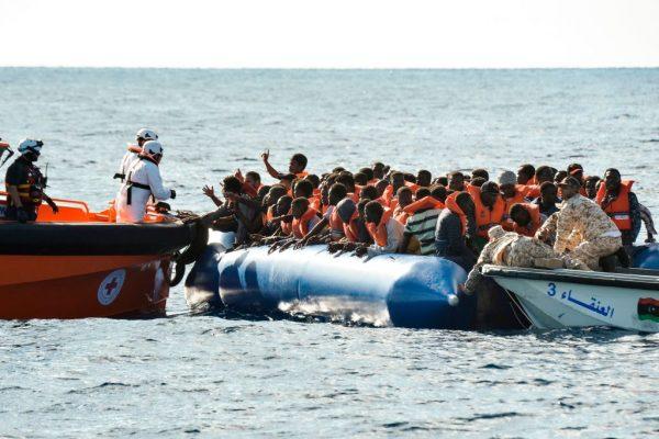 疑3难民船绑一起 地中海恐发生今年最惨翻船