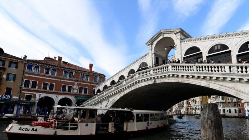 威尼斯景點泡咖啡 2德國遊客遭罰款又驅逐