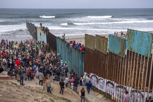美快速递解新规即将生效 遣返非法移民范围扩至全美