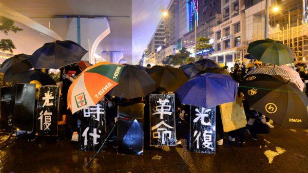 香港怒潮漫延政界 公务员申请集会:与民同行