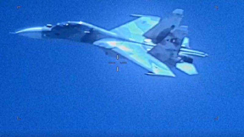 委战机加勒比海上空挑衅 危险接近美侦察机