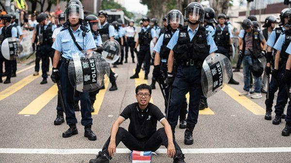 欧洲议会首次制裁香港:禁止向港警提供镇暴装备