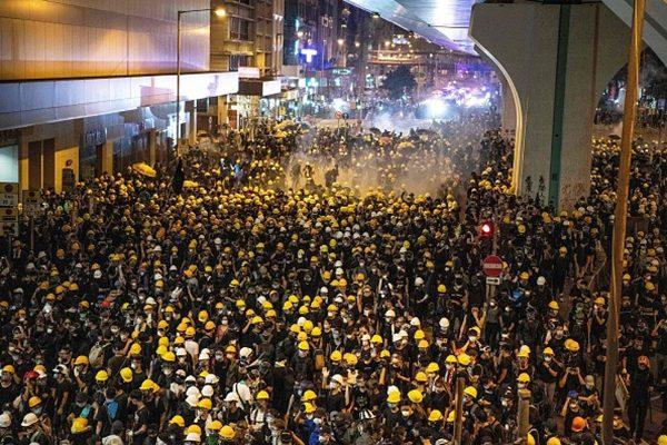 法媒:香港激烈动荡 北京坐等时机?