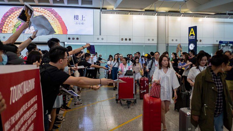 組圖1:香港機場萬人反送中 向外國旅客講真相