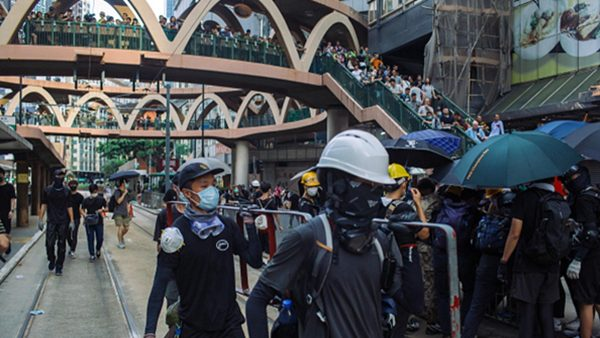 组图1:香港728反送中 示威者打城市游击战
