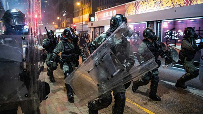 组图2 :香港728中环成战场 催泪弹、海绵弹四射