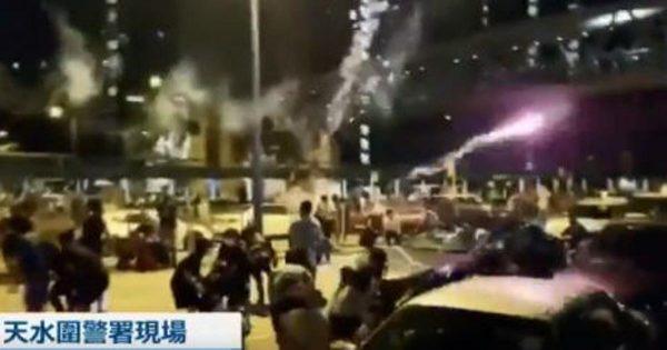私家車放煙花炸傷抗議者 港警霰彈槍瞄準人群(多視頻)