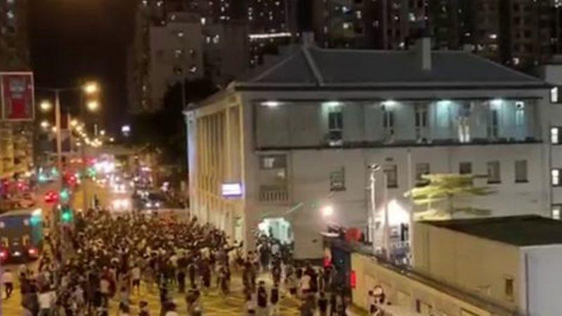 港浸大學生會長疑遭警掐頸 黃秋生臉書怒斥