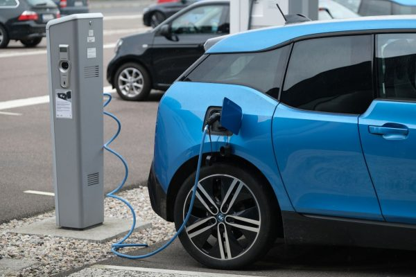 汽車維修問與答:汽車充電無需斷開電池