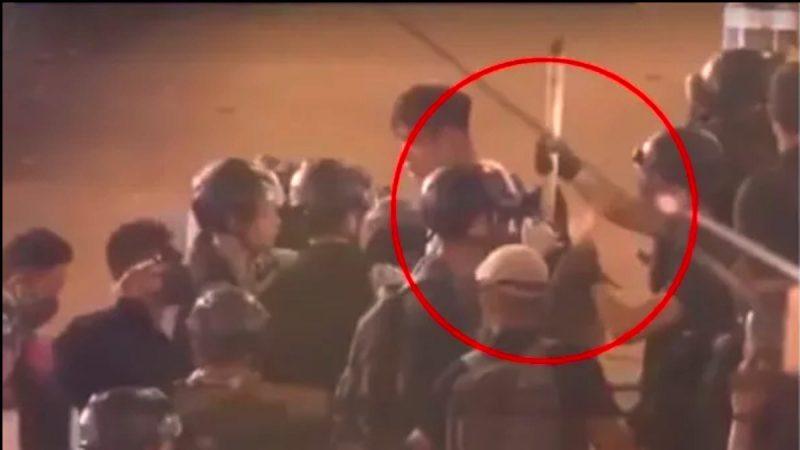 港警嫁禍被抓現行 偷插竹棍入示威者背包