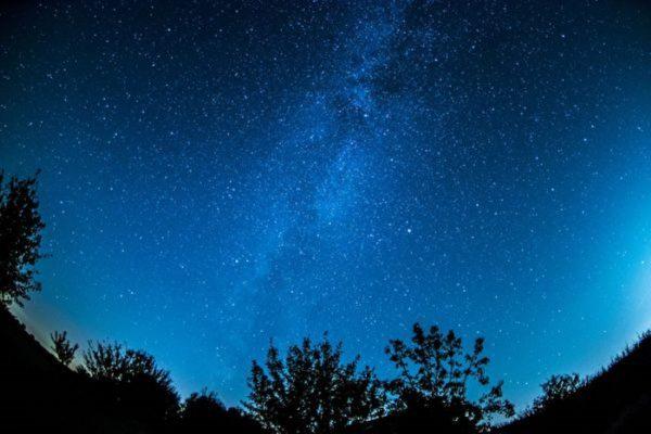 """数十个巨大""""隐形""""星系惊现宇宙边缘"""
