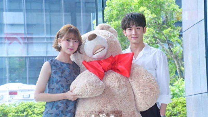 首度搭档小8岁项婕如 吴思贤送熊玩偶