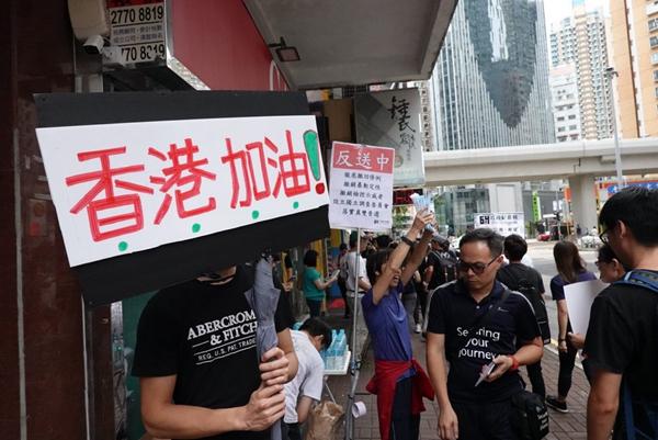 陈破空:香港大罢工 习近平仍然看不懂?梁振英高举百万港币 自曝汉奸身份