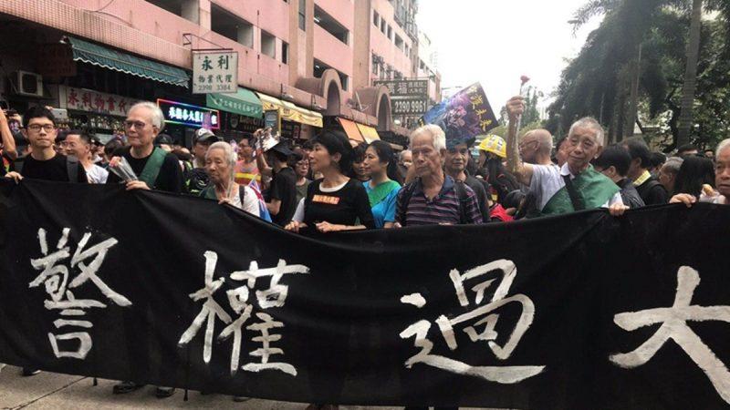 香港8.3遊行老人衝在前:為年輕人「擋子彈」