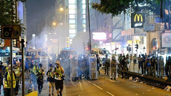 香港催淚彈下的遊行 前線學生感人畫面(視頻)