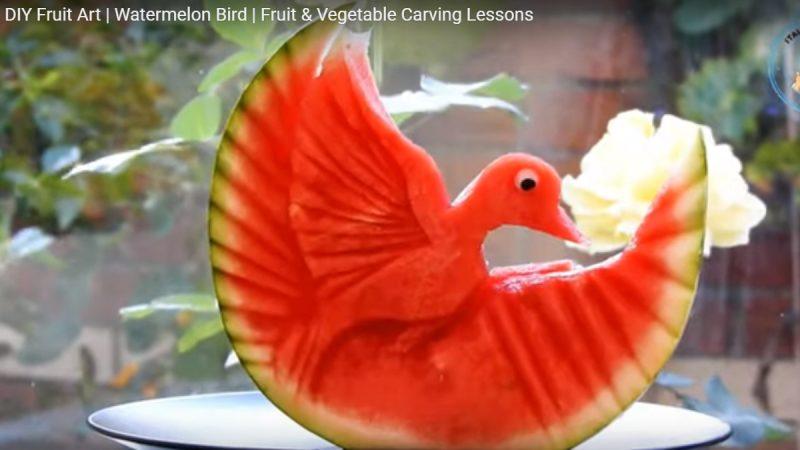 水果拼盤 西瓜雕出展翅高飛的鳥(視頻)