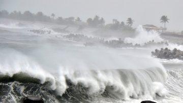 台风白鹿略南移 登陆恒春半岛 深夜脱离暴风圈