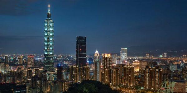 【江峰时刻】台湾大选在即 香港反送中升级 中共突然叫停陆客台湾自由行 意欲何为?最怕什么?