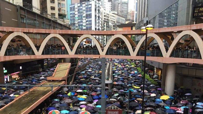 《石濤聚焦》「170萬港人冒雨撐傘-和理非 比6.16更震撼」中共的「亂港四人幫」中3位在場