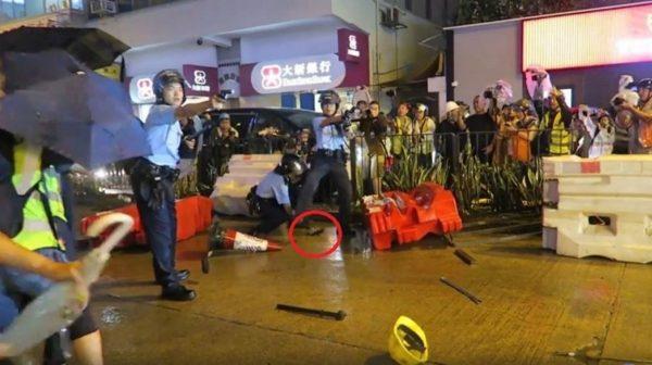 """""""暴徒威胁警察生命""""是谎言?录像揭港警开枪真相(视频)"""