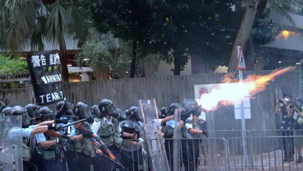 """《石涛聚焦》""""今晨6:30 约20辆军车穿越香港市中心 军人全副武装"""""""