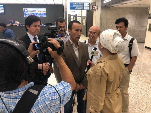 维吾尔人困卡达机场 透过社群媒体求救获准入美