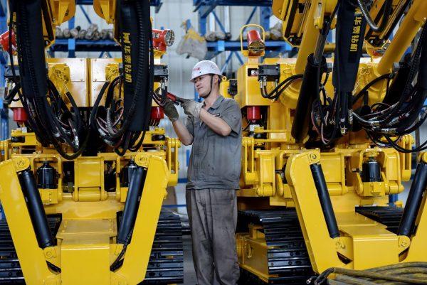 中国制造业PMI连续3个月低于荣枯线