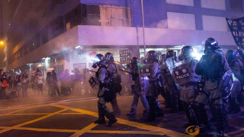 """十数万港民""""似水""""多点示威   警伤将军澳街坊惹众怒"""