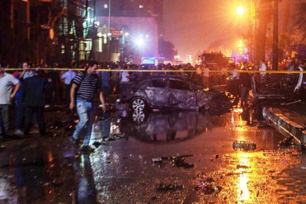 开罗汽车冲车阵大爆炸 波及医院酿19死30伤